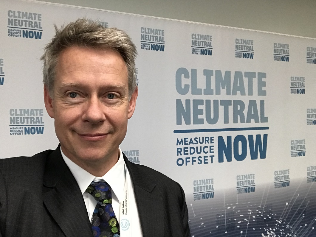 Niclas Svenningsen with Climate Neutral Now logo